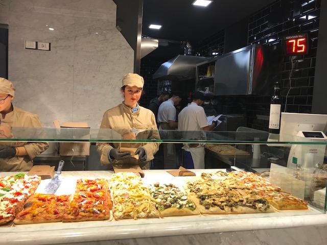 Alveolo Pizza Crunch - Bancone e vista forno