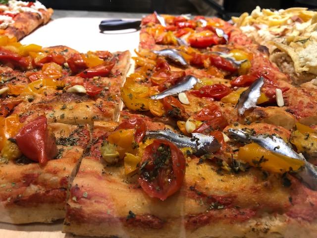 Alveolo Pizza Crunch - Pizza Marinara alla Puttanesca Gialla con alici fresche