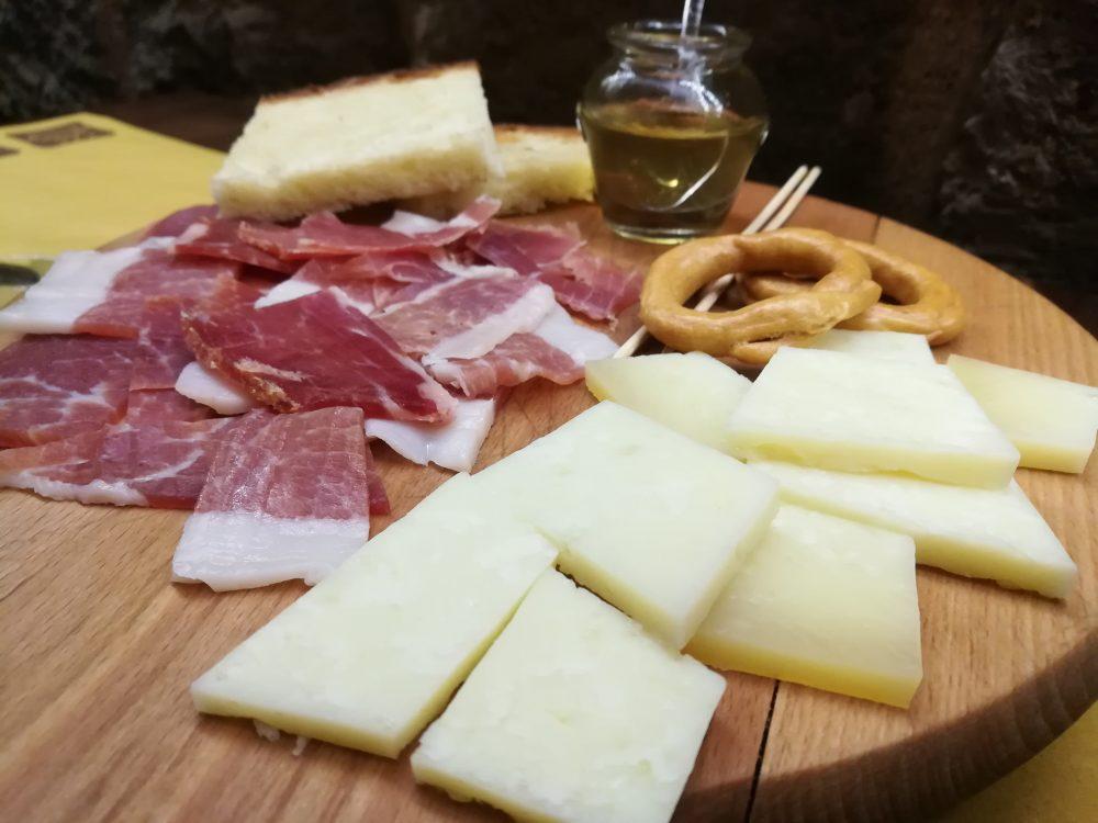 Antica Cantina 'O Spurtiglione - Prosciutto di Sepino e Pecorino di Morcone
