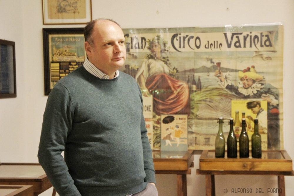 Gaetano Bonelli nel suo studio