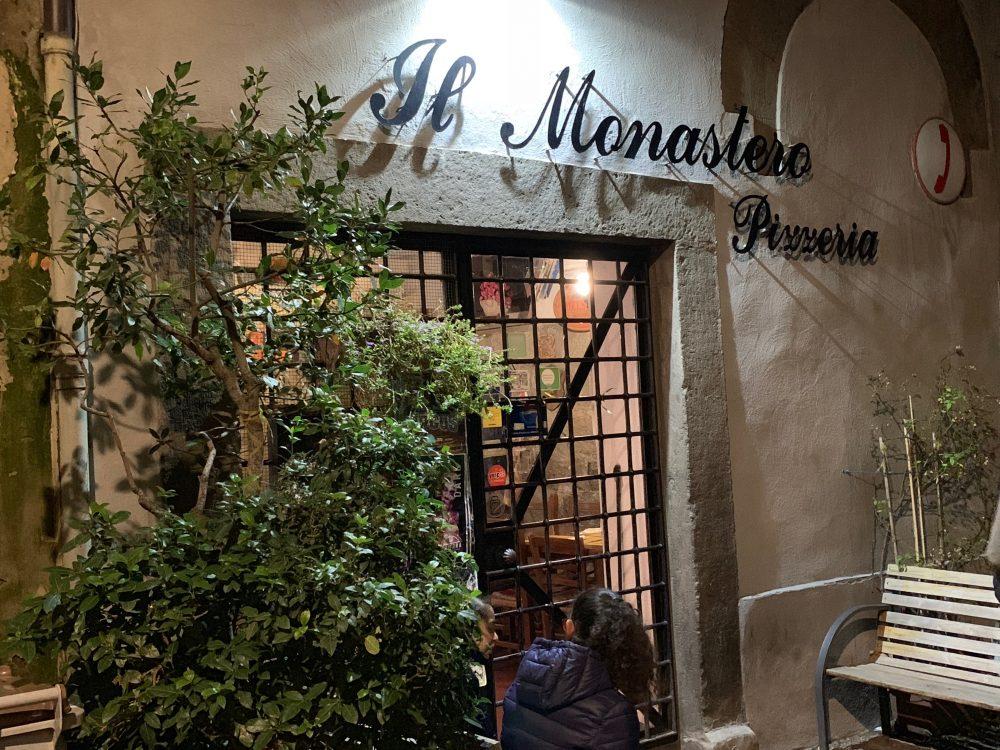 Il Monastero, Esterno