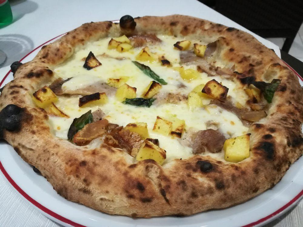 Pizzeria Bella Napoli da Camillo, pizza porchetta e patate al forno