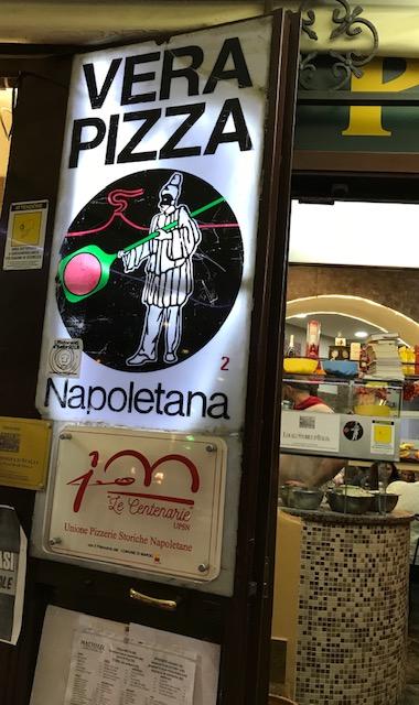 Pizzeria Mattozzi a Pizza Carita' dal 1833 - Ingresso