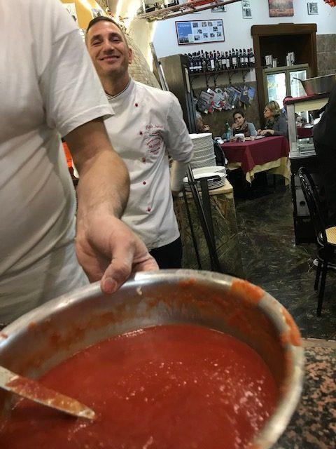 Pizzeria Mattozzi a Pizza Carita' dal 1833 - Pomodoro San Marzano schiacciato a mano