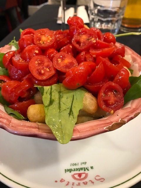 Pizzeria Starita a Materdei - Angioletti fritti con rucola e pomodorini