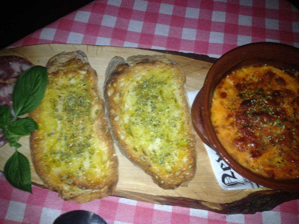 Taverna 'e Mast' Aniello - provola con pomodorini