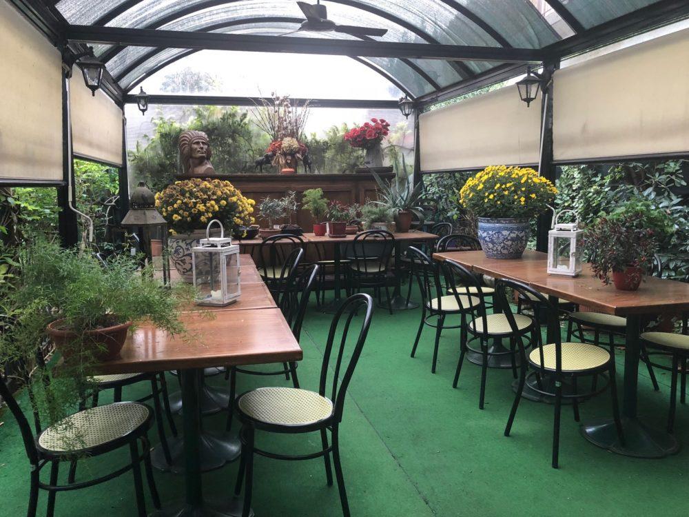 Taverna dei Viandanti, il fiorito dehors