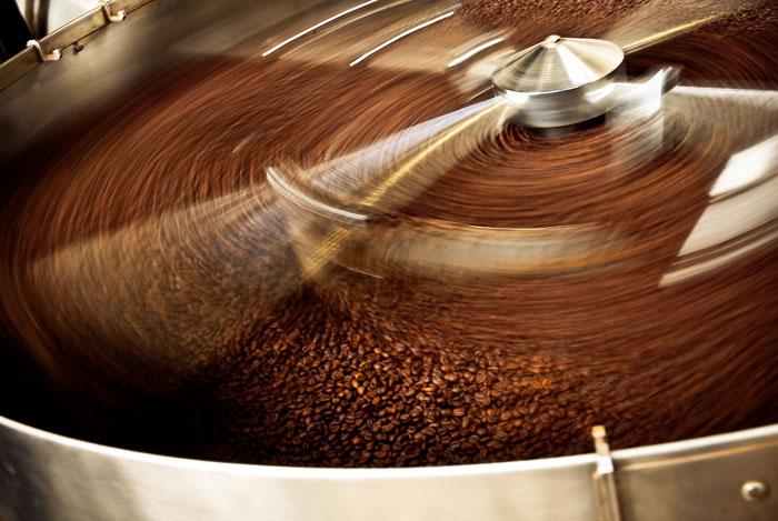 Caffe' D'Angio' Torrefazione Caffe' in fase di tostatura