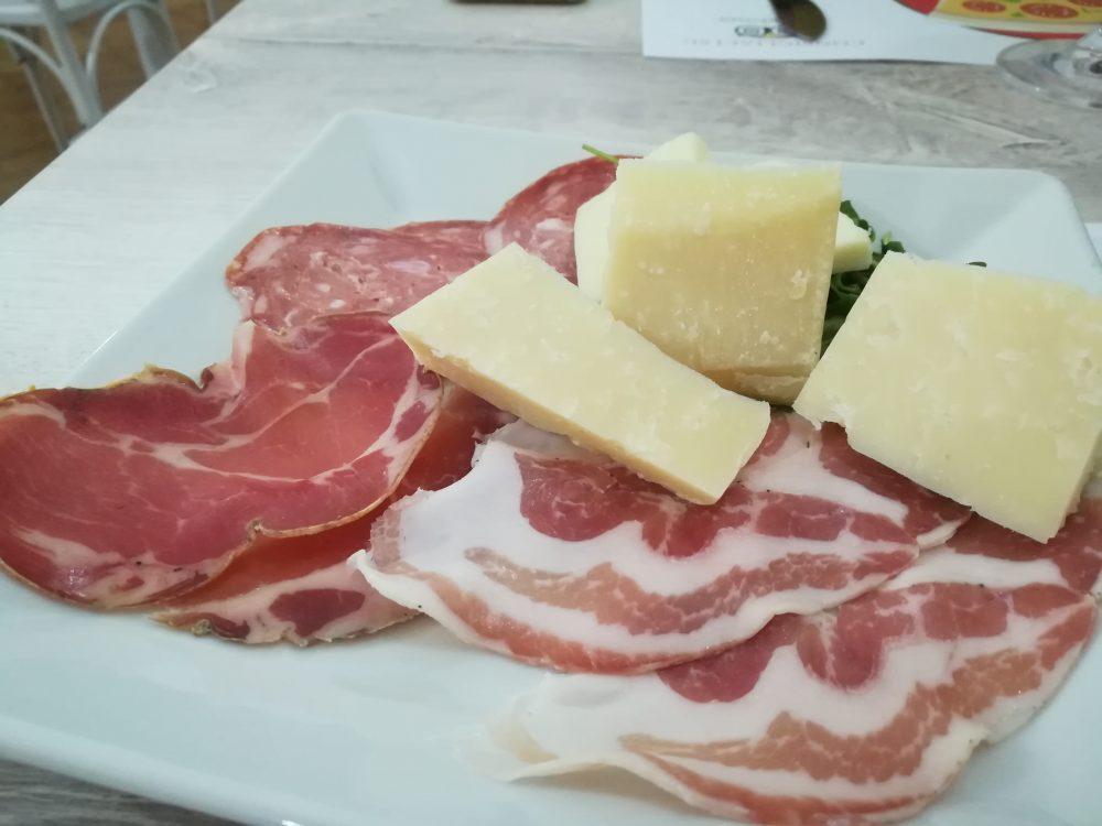 Pizzeria Francesco, salumi e formaggi