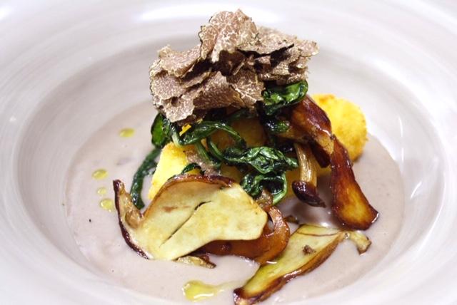 Locanda Radici - Uovo croccante, pancotto di fagioli, porcini e tartufo nero pregiato