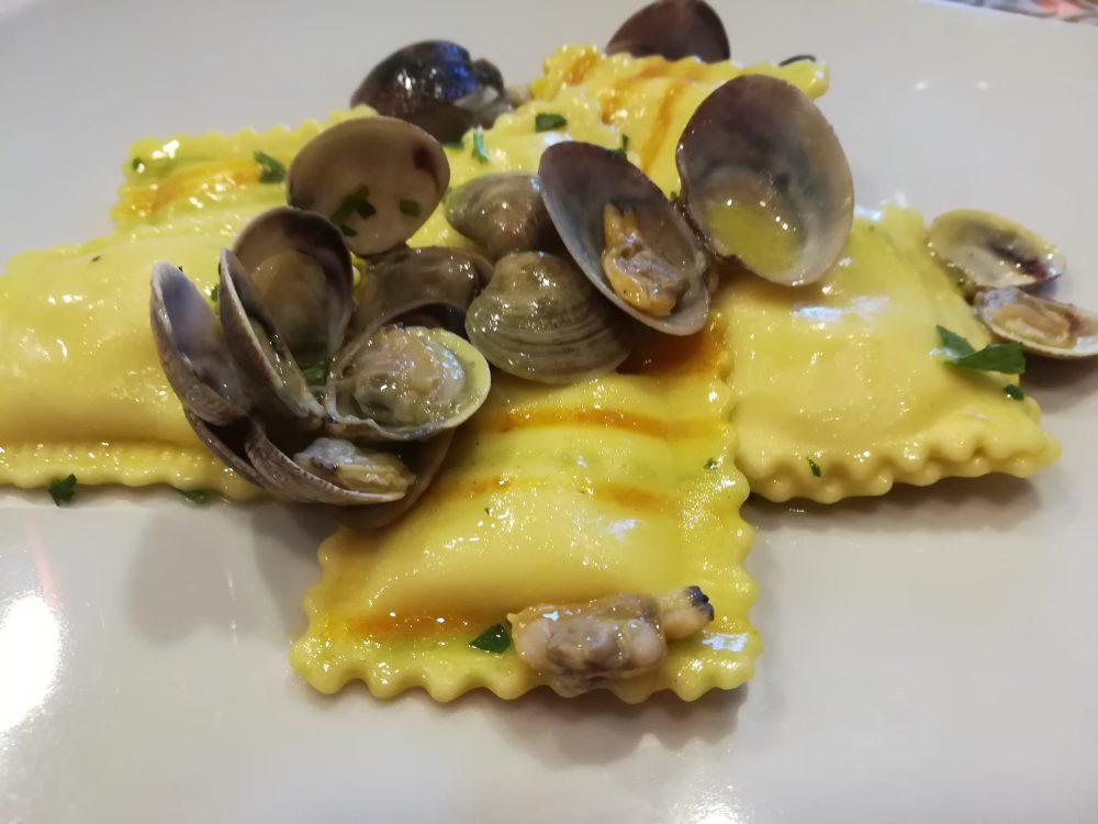 Osteria 2.0 - Ravioli ripieni di Ricotta e Limone alle Vongole e Lupini