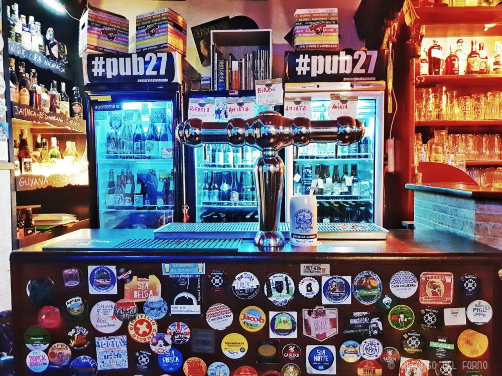 Pub27, Banco spine e frigo bottiglie