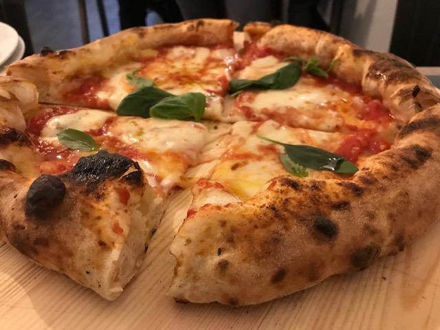 Vincenzo Capuano Pompei - Pizza Margherita Classica