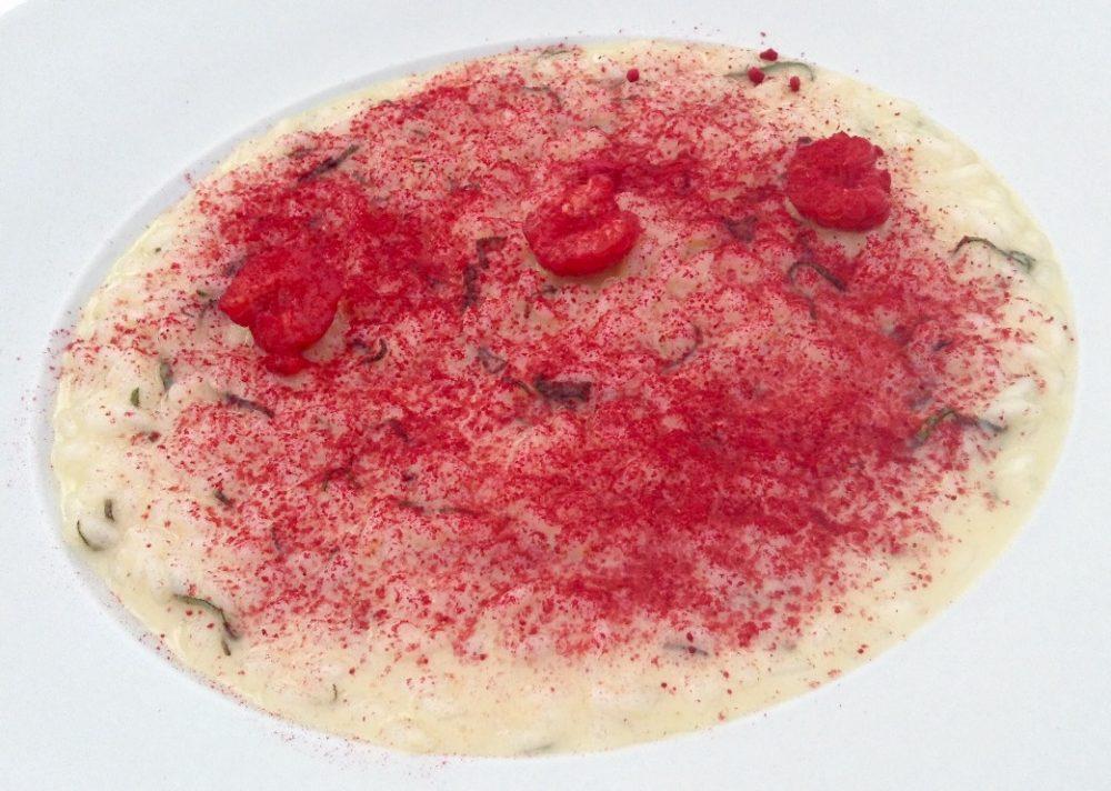 13 Seta, Milano, chef Antonio Guida, riso in cagnone con polvere di lamponi, lamponi freschi e pecorino senese