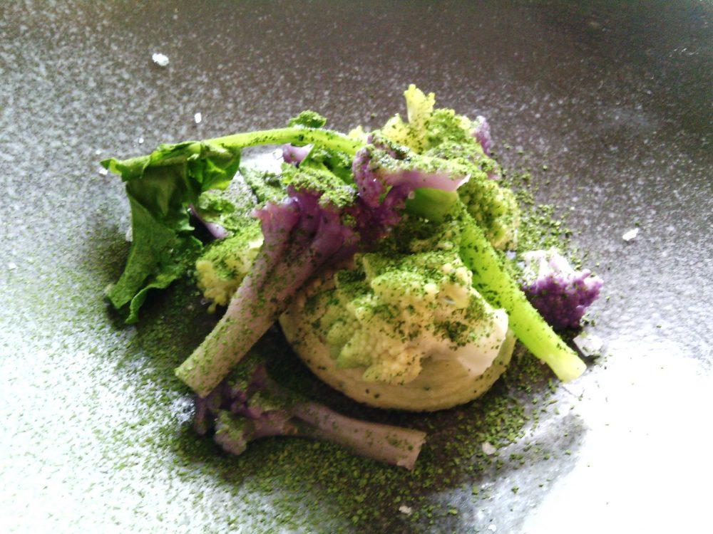 Piazza Epiro, Secondo assaggio - broccolo mantecato, cime di broccolo verde e viola marinati, polvere di broccoletto