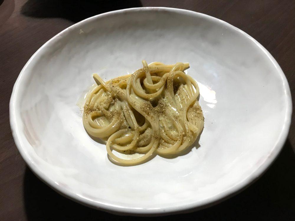 Bros, linguine, pistacchi, liquamen sei mesi e pepe verde giapponese