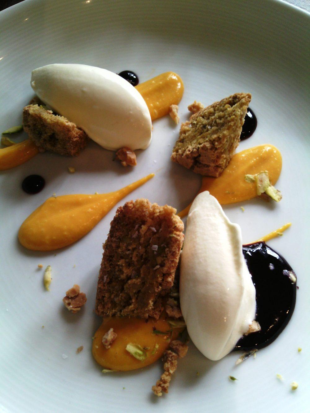 Piazza Epiro, Gelato al caprino, crema di carote e vaniglia, mirtillo e pistacchio