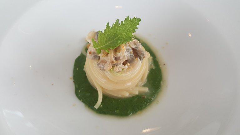 Pensando a Te, spaghetti trafilati al bronzo, aglio dell'Ufita, olio Marsicani, friarielli e lupini di mare