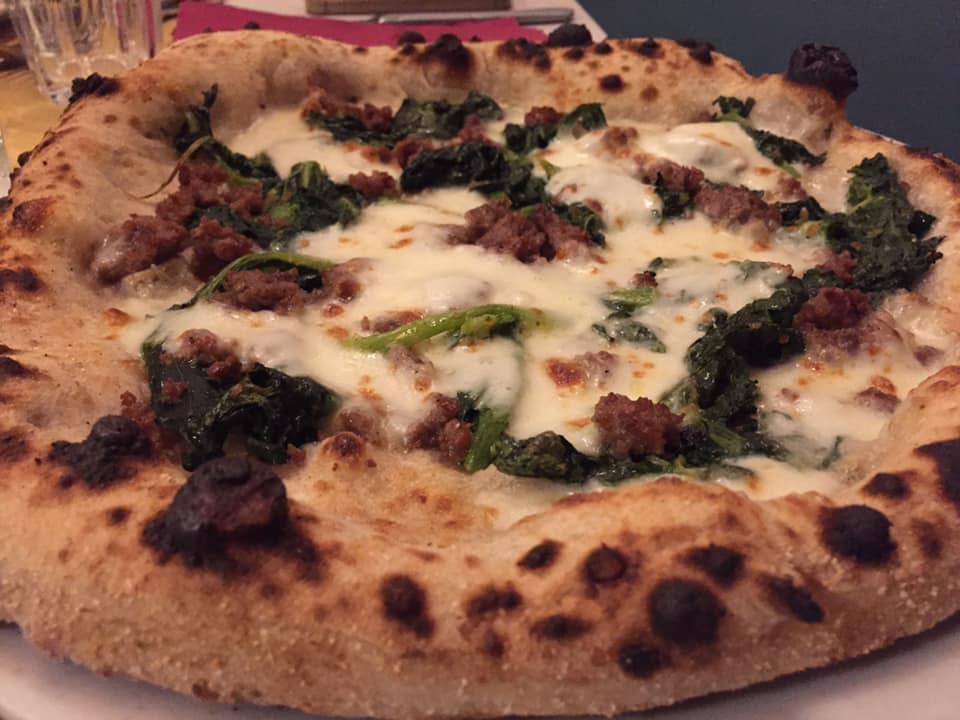 ProLoco Trastevere, la pizza salsiccia e broccoletti