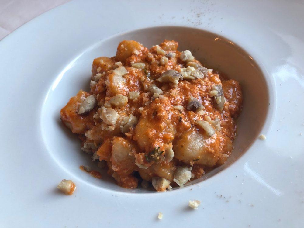 Trattoria Visconti, gnocchetti di pane di lievito madre con ragu' di coniglio nostrano, timo e caldarroste