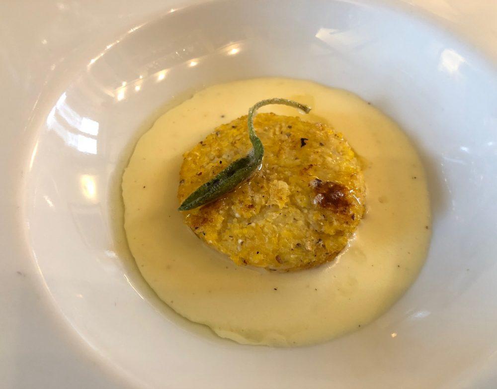 Trattoria Visconti, il benvenuto di Fiorella, polenta fritta su crema di burro e panna d'alpeggio
