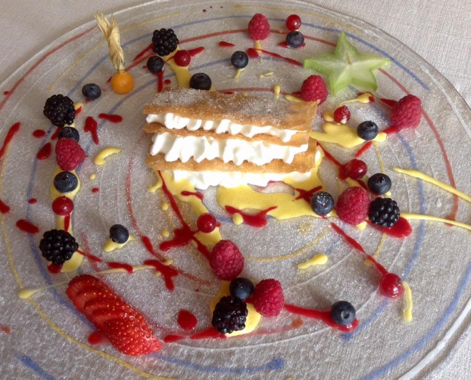 Nadia, Erbusco, millefoglie con spuma di yogurt ai frutti rossi