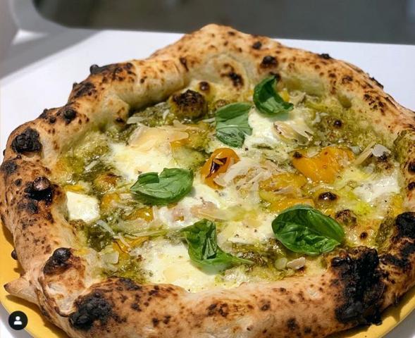 Pizza con Pesto della Pizzeria La Famiglia