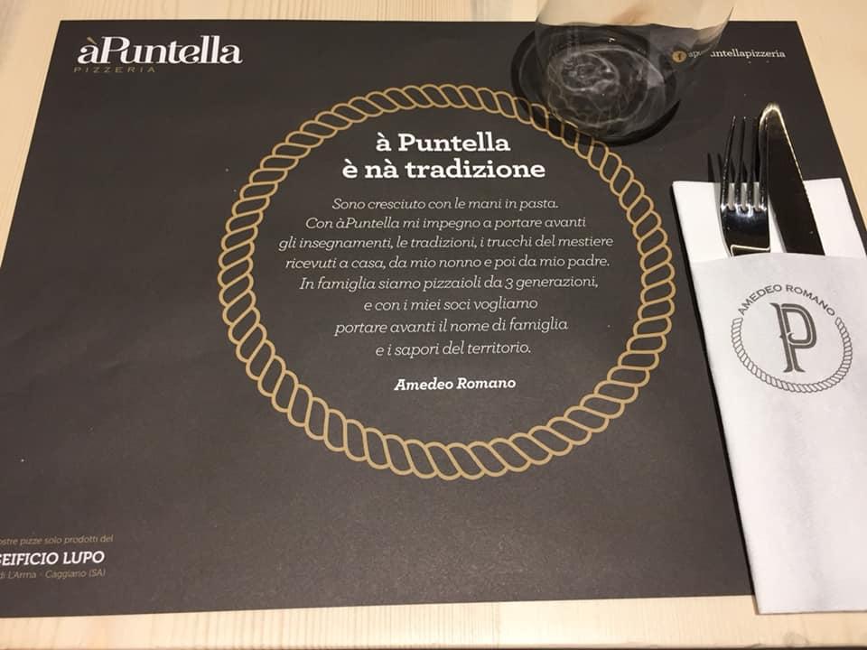 'A Puntella, tovaglietta con la mission della pizzeria