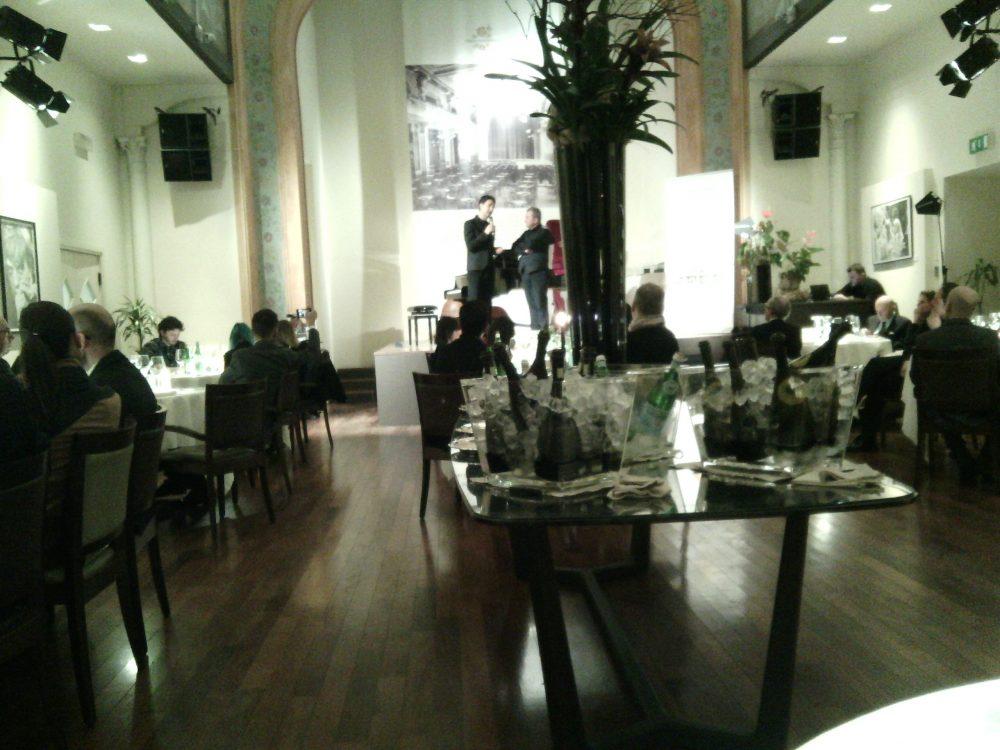 Cena a Teatro, La sala del ristorante i Portici