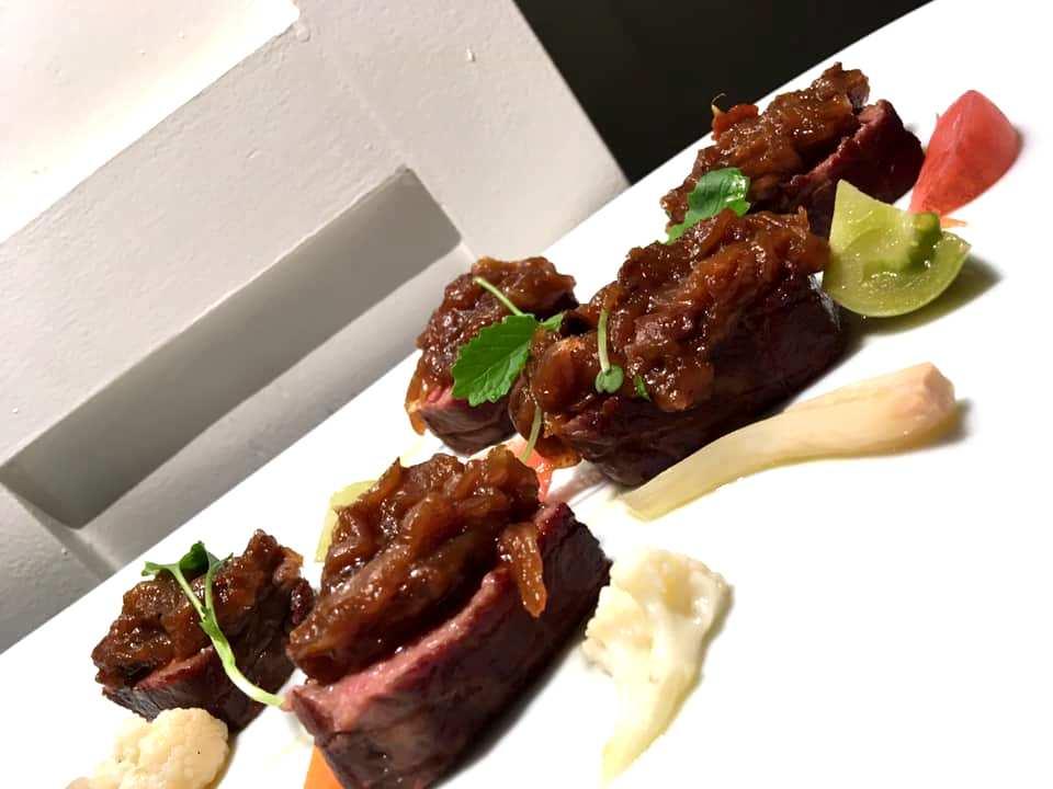 Veritas Restaurant - Genovese in due cotture - Controfiletto di manzo con giardiniera di verdure