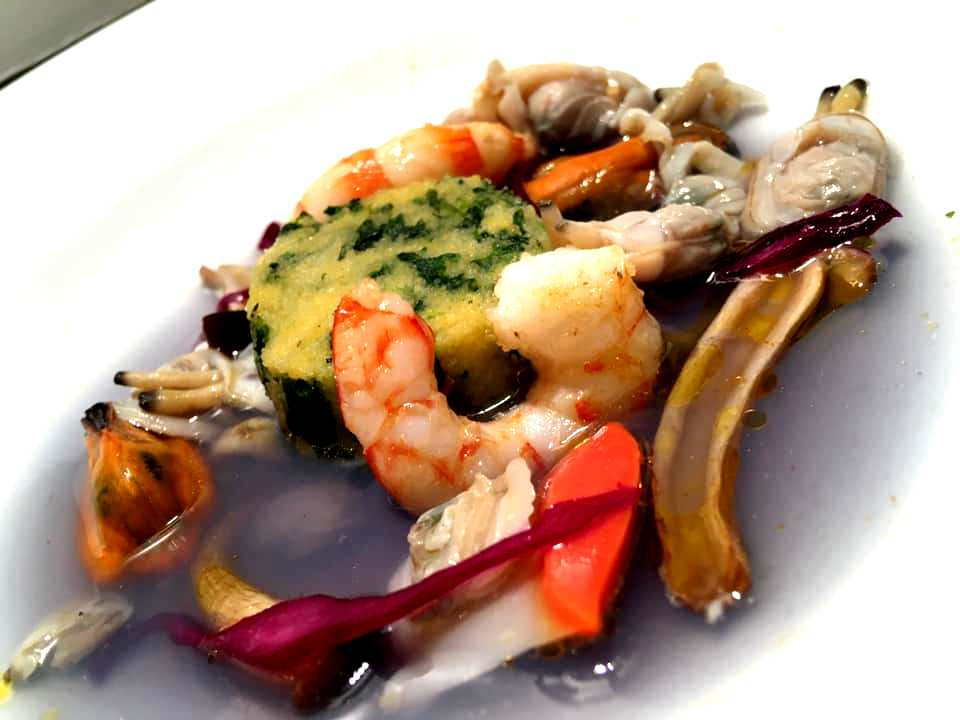 Veritas Restaurant - Soute' di frutti di mare, mazzancolle, funghi pioppini e pizza e menesta