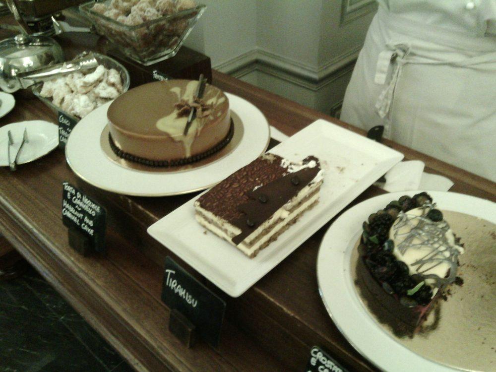 Four Seasons, le torte moderne - torta alla nocciola, tiramisu', torta alla crema di formaggio e mirtilli
