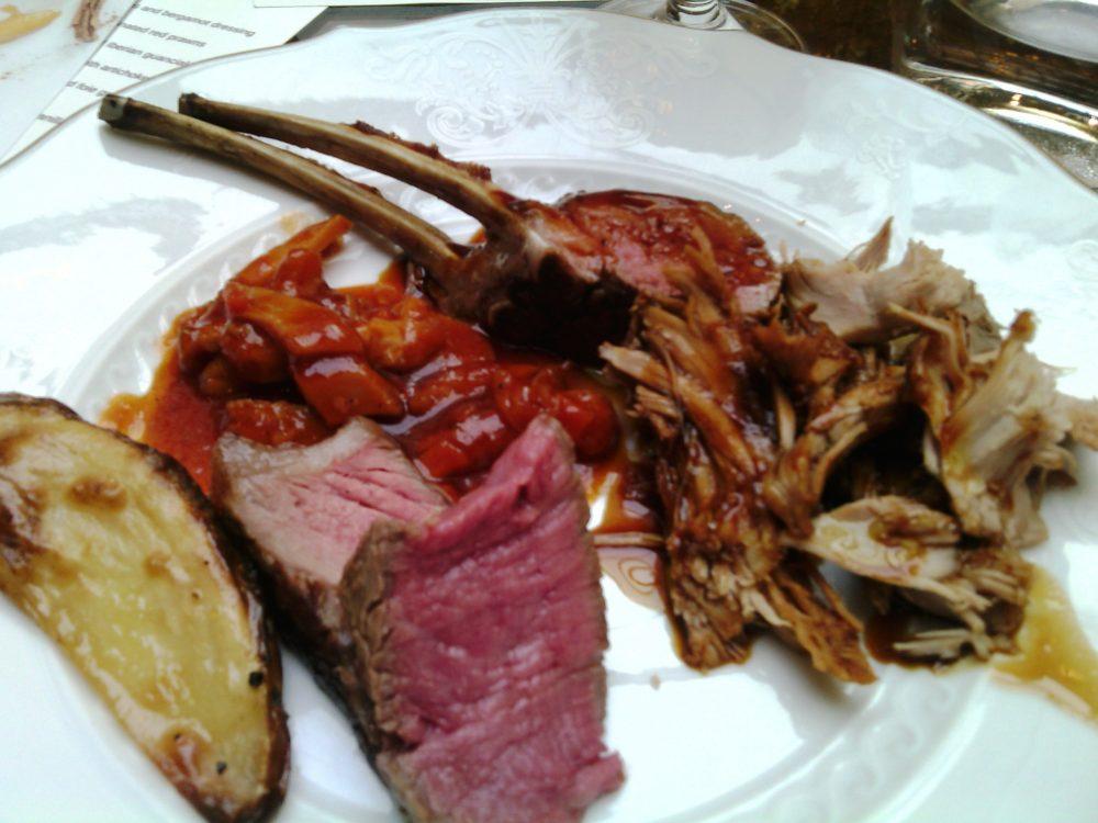 Four Seasons, il piatto dei secondi - carre' di agnello, maialino al forno, bistecca alla fiorentina, trippa alla fiorentina