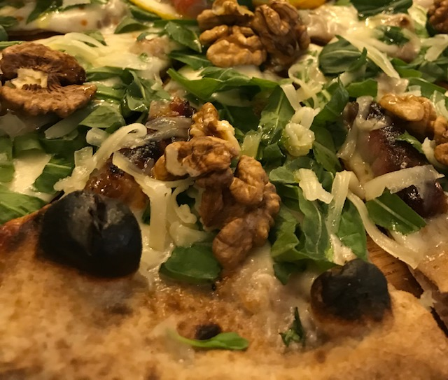Pizzeria Daniele - Pizza noci e pecorino carmasciano