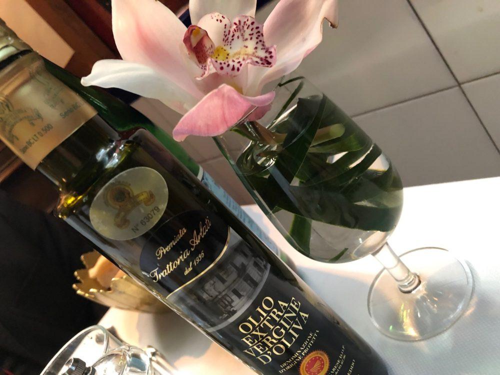 Premiata Trattoria Arlati, l'olio personalizzato e i fiori