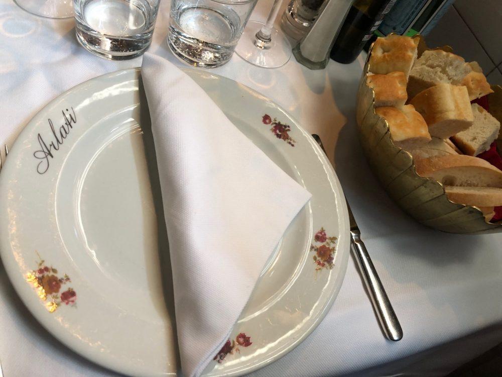 Premiata Trattoria Arlati, piatto personalizzato e focaccia