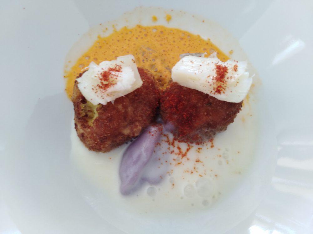 Ristorante Emozionando Baccala', patate, con evanescenza di peperone crusco