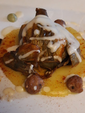 Tenuta Antica - carciofo dorato e fritto con patate, polpette di maialino, pecorino e salsa barbecue