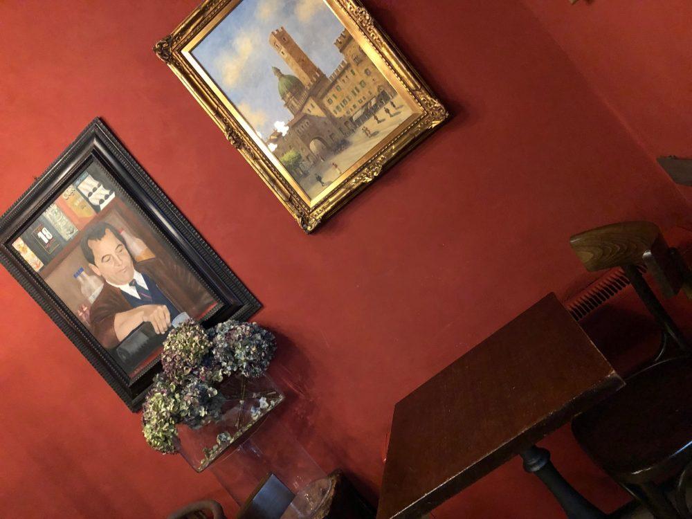 Trattoria da Pino, uno dei tavolini della zona bar all'ingresso