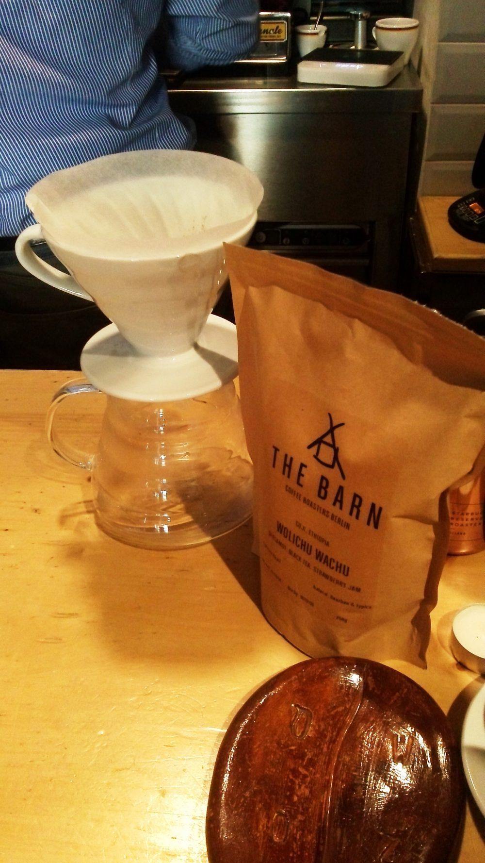 Ventimetriquadri, il caffe' in preparazione con il metodo v60