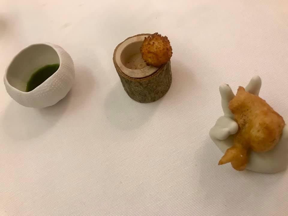 Piazzetta Milu'. Pizzetta di alghe e latte di Agerola fritto e piccante