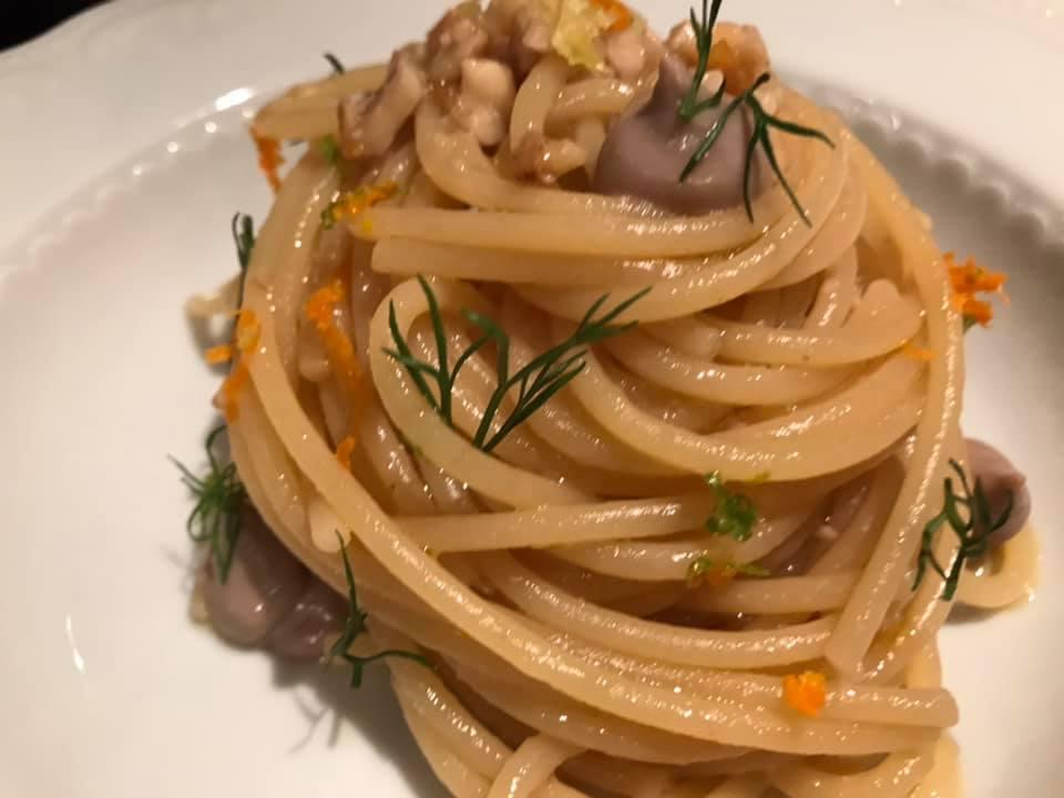 Sud Ristorante, Spaghetto di Sicilia - spaghetti con frutta secca, acciughe di Sciacca, miele allo zenzero e agrumi