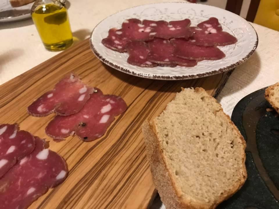 Le grotticelle, il pane con i salumi