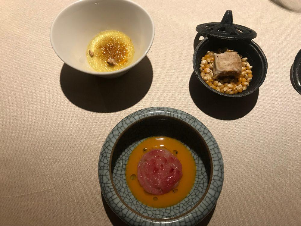Contraste - rosa di scampi, tamal anguilla e mais, creme brulee di foie gras e fichi