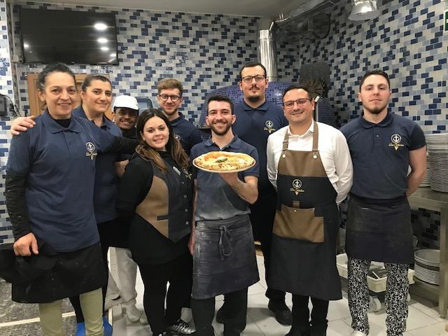 Pizzeria Da Salvatore - Emanuele Marigliano e lo staff