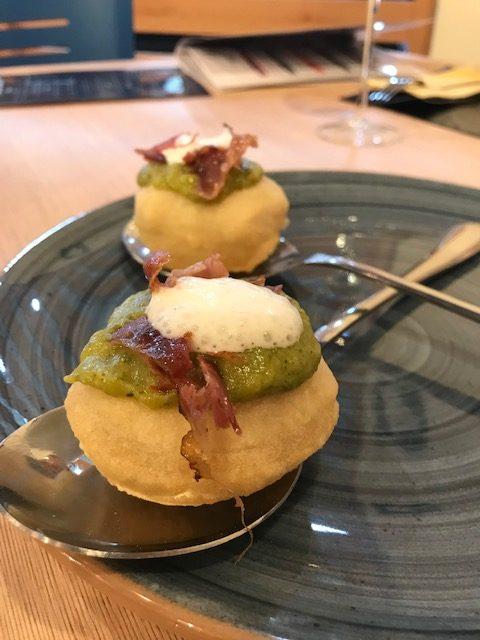 Pizzeria Da Salvatore - Montanarina con vellutata di broccoli, speck croccante e spuma di parmigiano