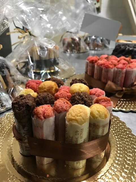 Ristorante Le Colonne - Le cartucce al gusto classico, amarena e cioccolato