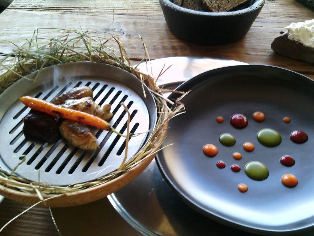 Sanbrite, Radici - carota, rapa rossa e topinambur arrostiti, crema di levistico, ketchup di pomodoro, crema di carote acida