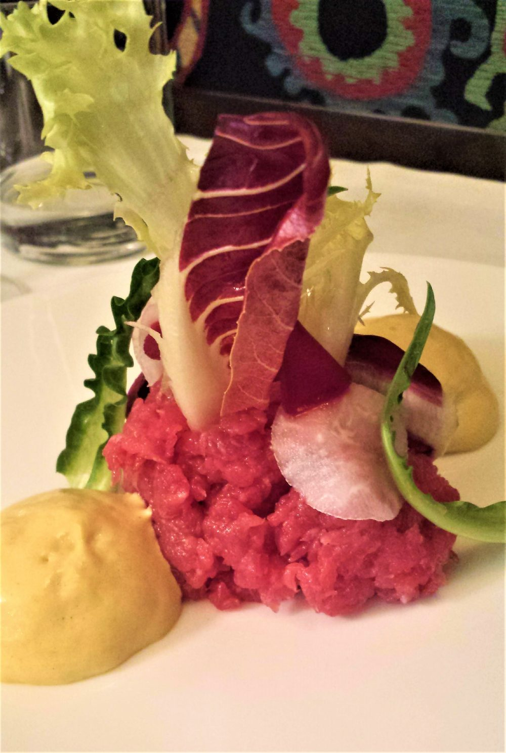 bistRo, Tartara di vitella, salsa tonnata e insalate di campo