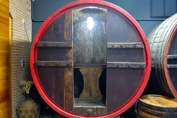 Scialo Passito 2012 Dionigi - botte allestita per degustare
